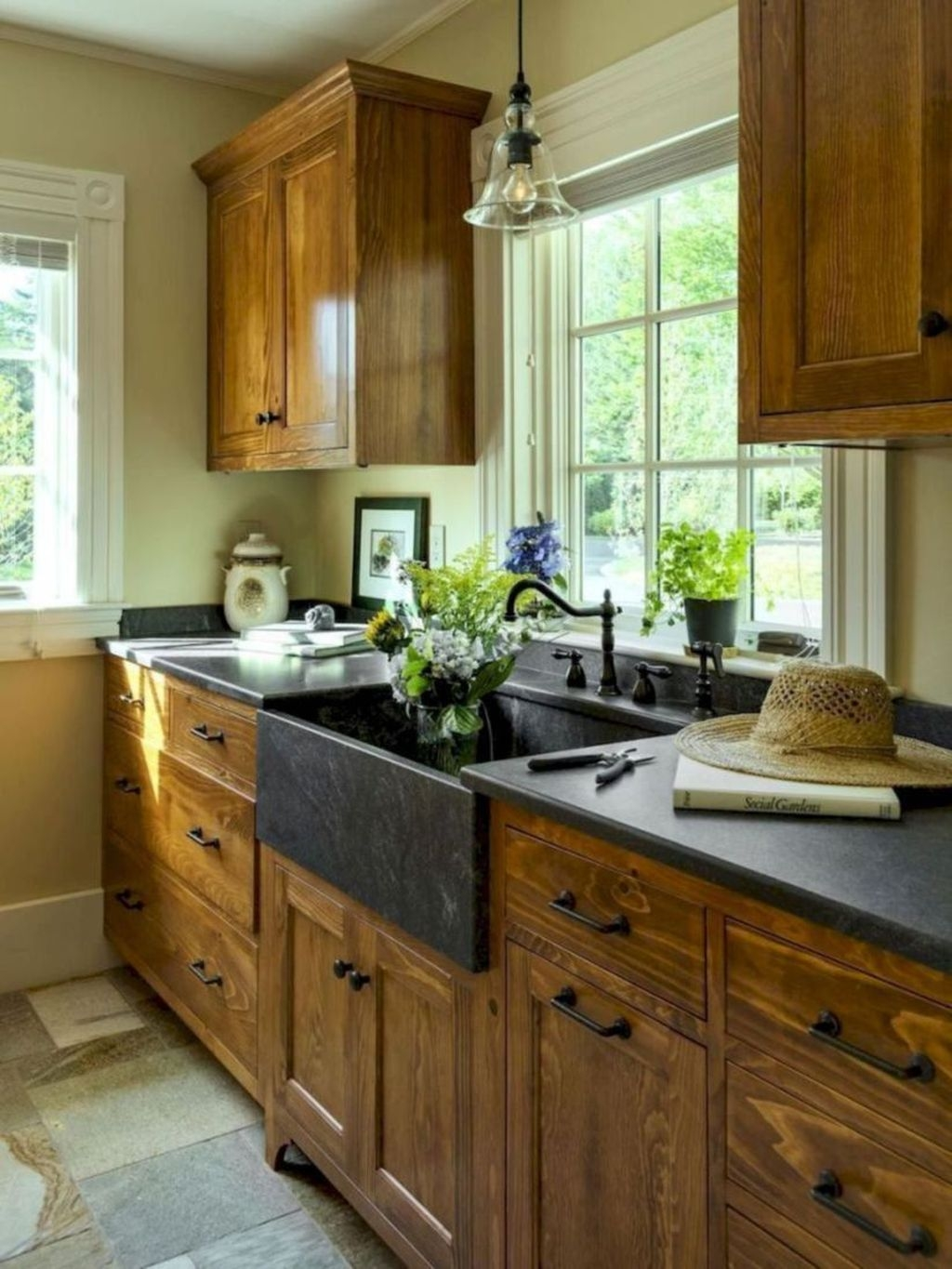 Incredible Farmhouse Kitchen Cabinet Makeover Design Ideas22
