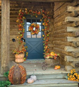 Stylish Wicked Halloween Porch Decorating Ideas On A Budget20