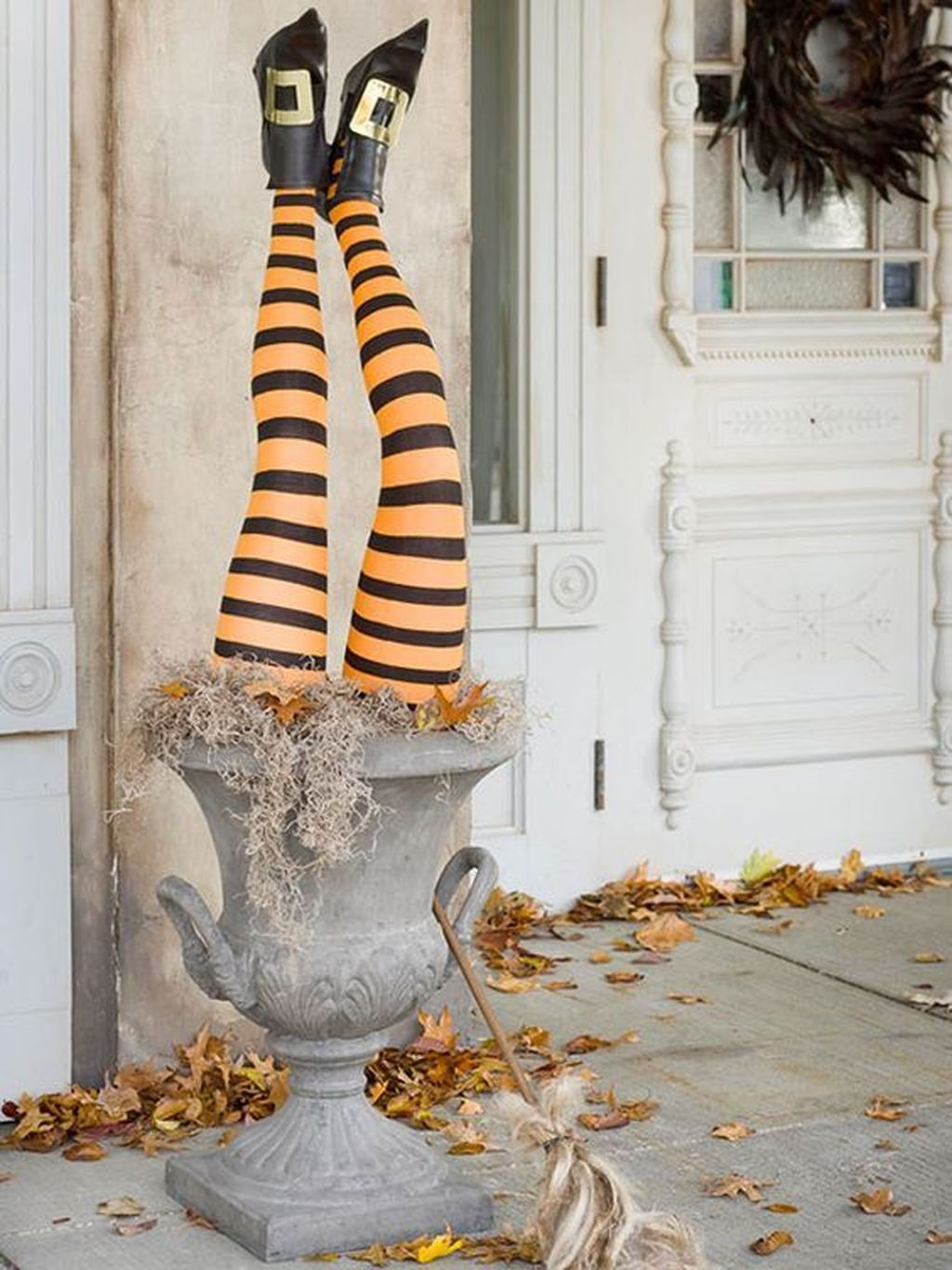 Stylish Wicked Halloween Porch Decorating Ideas On A Budget24