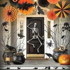 Stylish Wicked Halloween Porch Decorating Ideas On A Budget25