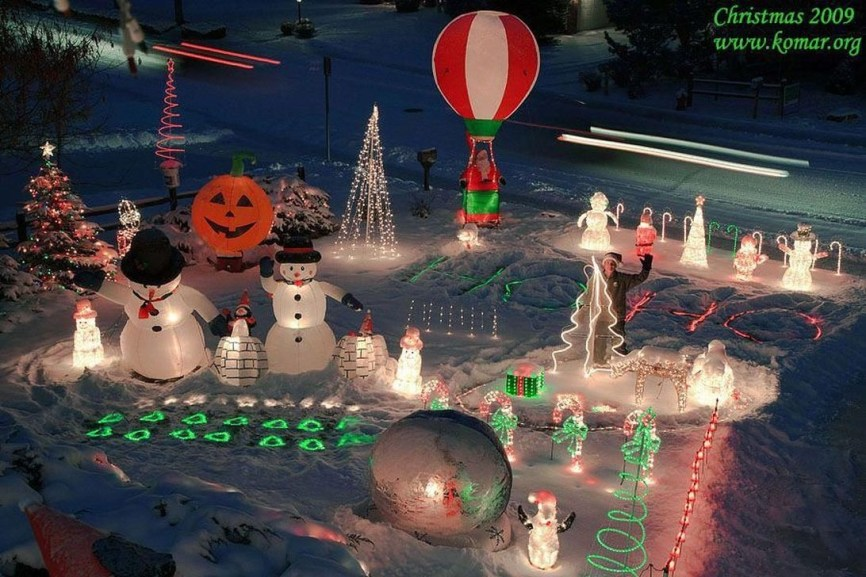 Attractive Front Yard Christmas Decoration Ideas09