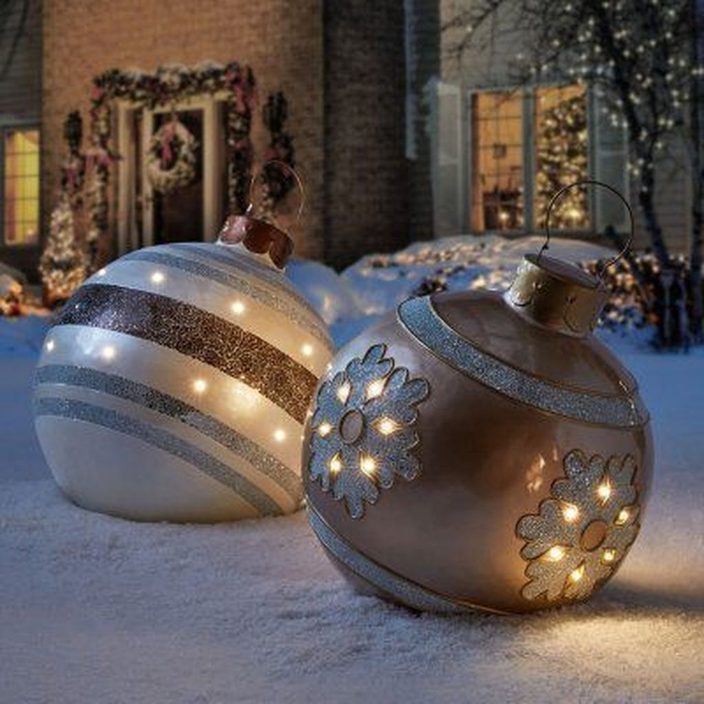 Attractive Front Yard Christmas Decoration Ideas21