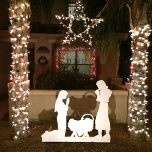 Attractive Front Yard Christmas Decoration Ideas22