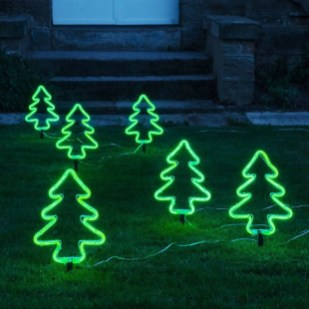 Attractive Front Yard Christmas Decoration Ideas34