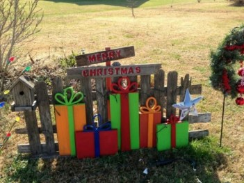 Attractive Front Yard Christmas Decoration Ideas43