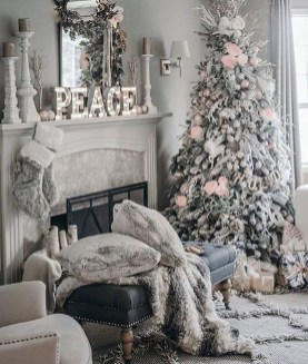 Awesome Vintage Christmas Living Room Decoration Ideas45