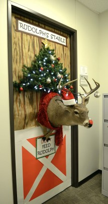 Gorgeous Office Christmas Decoration Ideas35