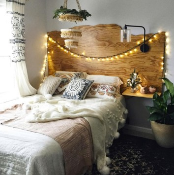 Perfect Christmas Bedroom Decorating Ideas14