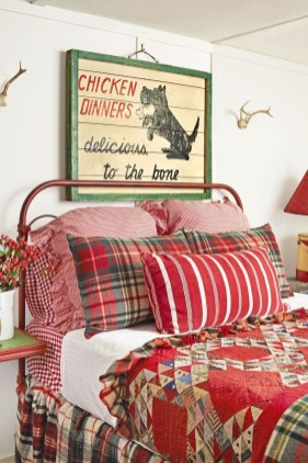 Perfect Christmas Bedroom Decorating Ideas16