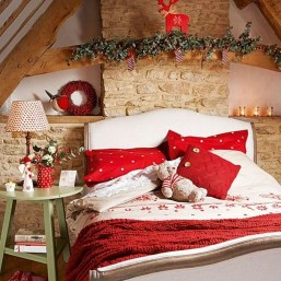 Perfect Christmas Bedroom Decorating Ideas25