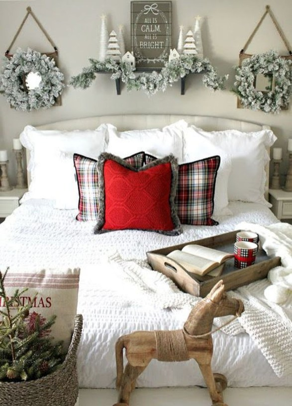 Perfect Christmas Bedroom Decorating Ideas35