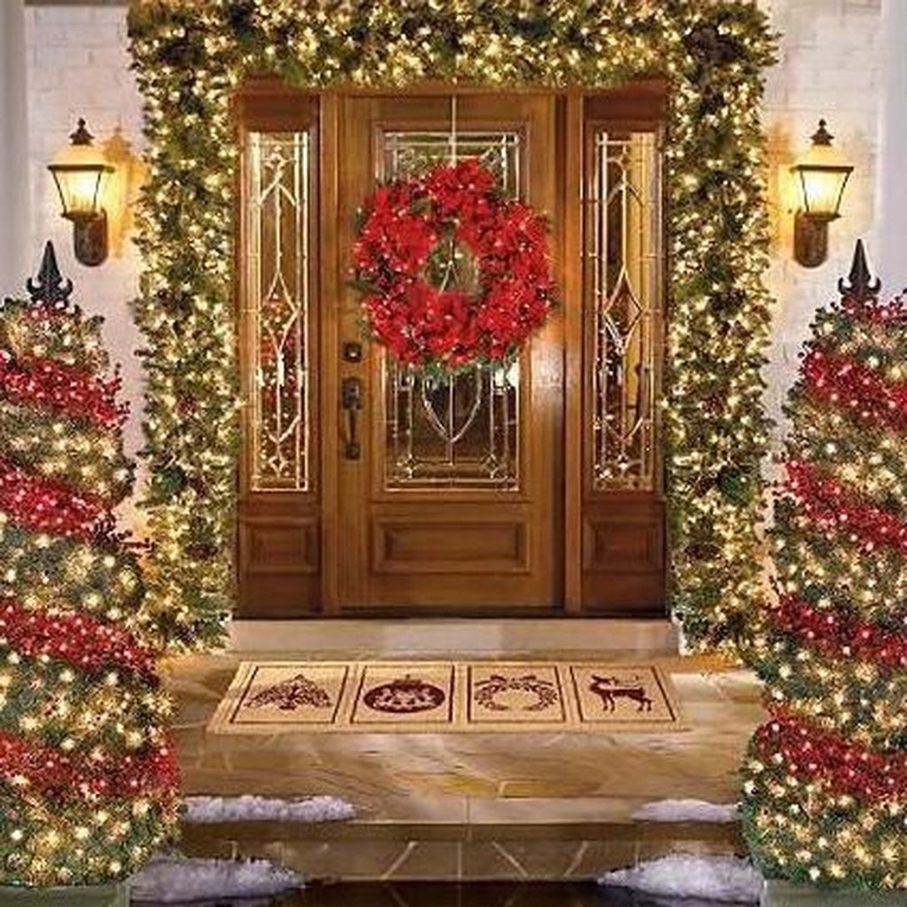 Pretty Christmas Front Yard Landscaping Ideas11
