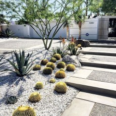 Pretty Christmas Front Yard Landscaping Ideas28