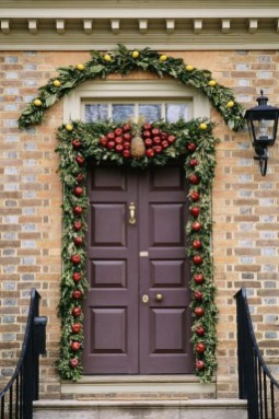 Pretty Christmas Front Yard Landscaping Ideas30