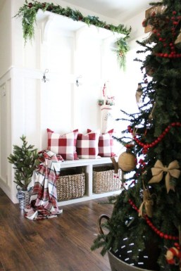 Stunning Farmhouse Christmas Entryway Design Ideas09