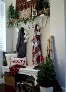 Stunning Farmhouse Christmas Entryway Design Ideas14