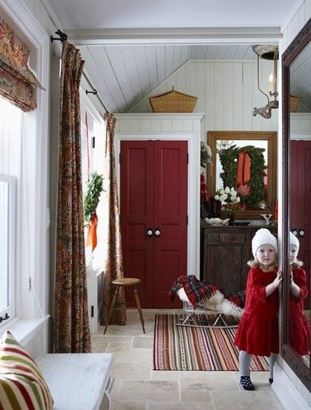 Stunning Farmhouse Christmas Entryway Design Ideas42