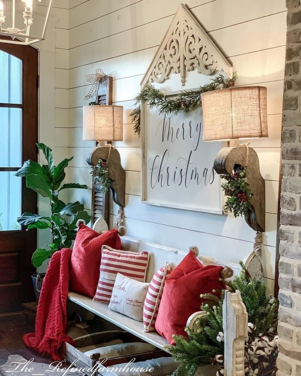Stunning Farmhouse Christmas Entryway Design Ideas45