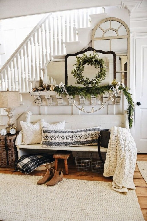 Stunning Farmhouse Christmas Entryway Design Ideas46