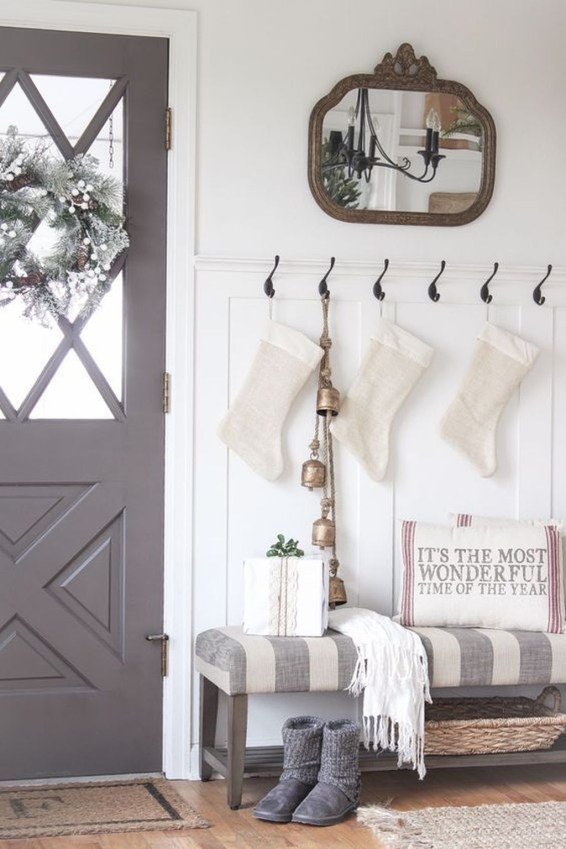Stunning Farmhouse Christmas Entryway Design Ideas47