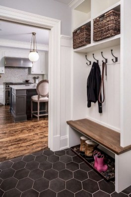 Awesome Mudroom Entryway Decorating Ideas35