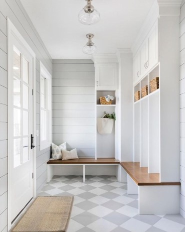 Awesome Mudroom Entryway Decorating Ideas43