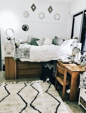 Brilliant Dorm Room Organization Ideas On A Budget37