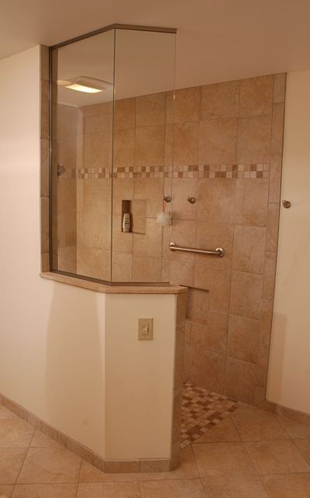 Incredible Curbless Shower Ideas For House26