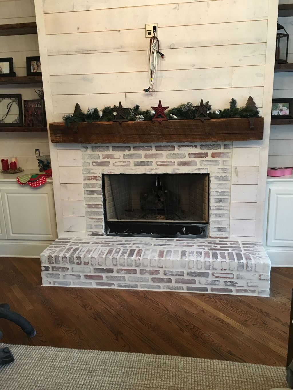 Modern Brick Fireplace Decorations Ideas For Living Room30