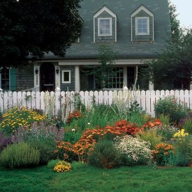 Beautiful Front Yard Cottage Ideas For Garden Landscaping39
