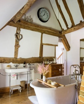 Charming Traditional Bathroom Decoration Ideas Just Like This18