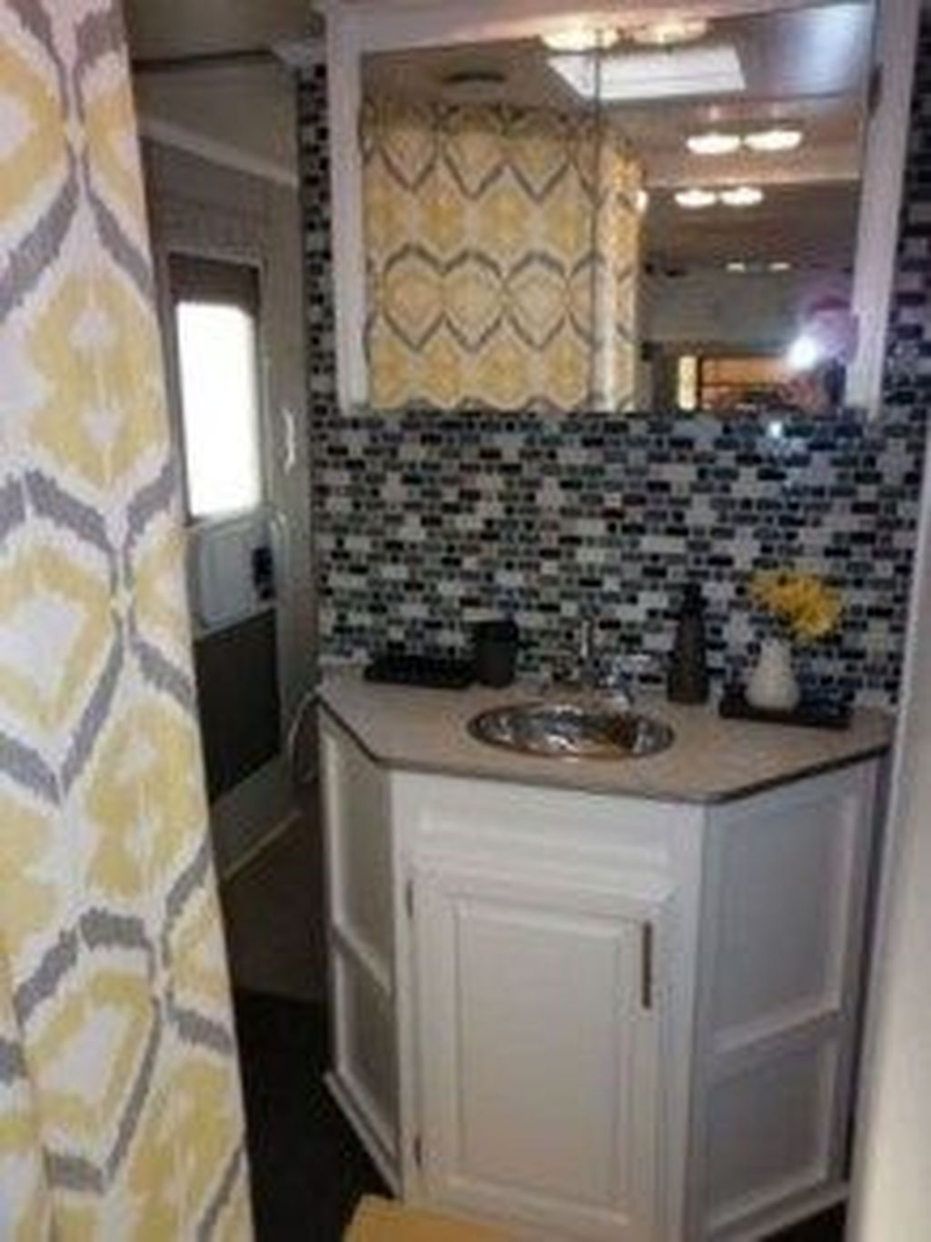 Fascinating Rv Remodel Ideas For Bathroom On A Budget46