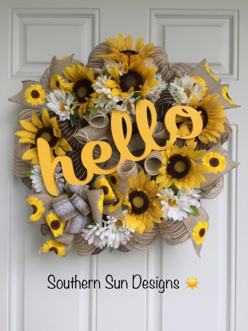 Pretty Front Door Wreath Ideas36