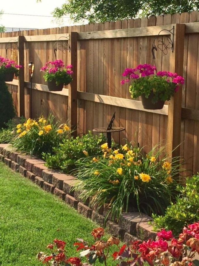 Smart Backyard Fence And Garden Design Ideas For Your Garden19
