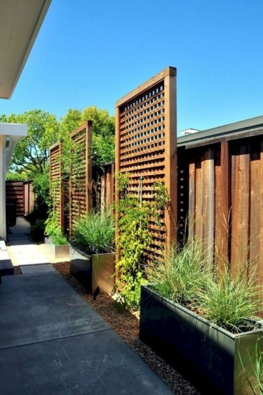 Smart Backyard Fence And Garden Design Ideas For Your Garden45