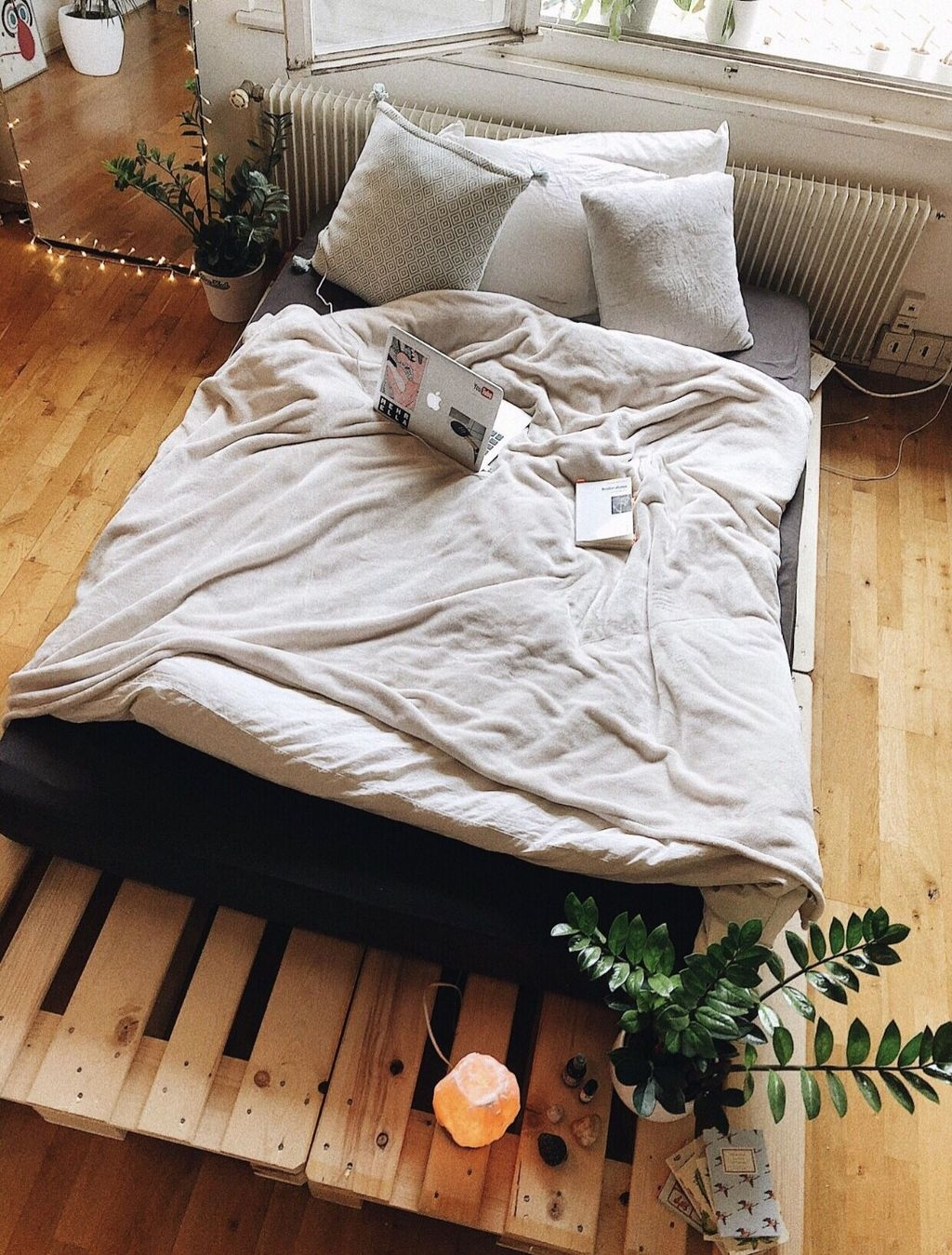 Unordinary Recycled Pallet Bed Frame Ideas To Make It Yourself09
