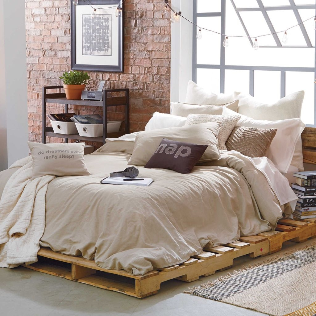 Unordinary Recycled Pallet Bed Frame Ideas To Make It Yourself26