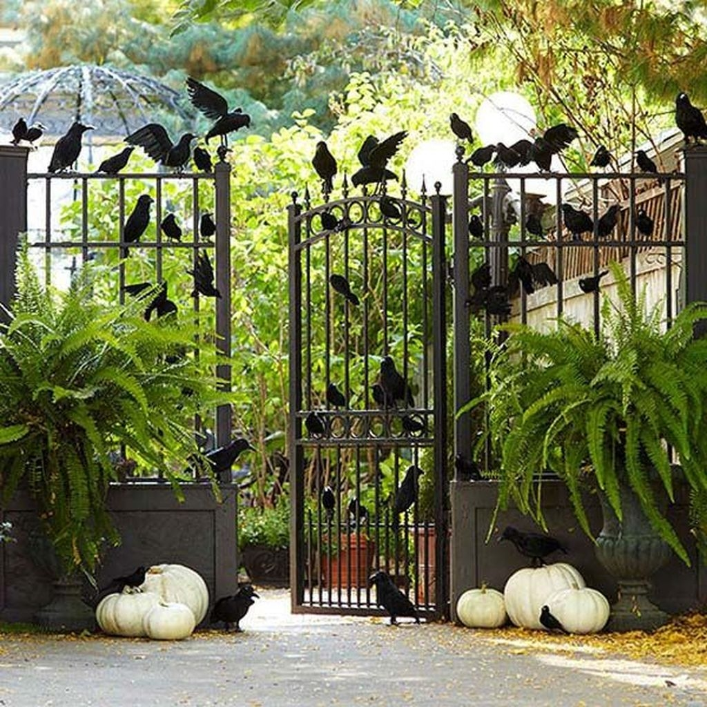 Amazing Outdoor Halloween Decorations Ideas For This Year02