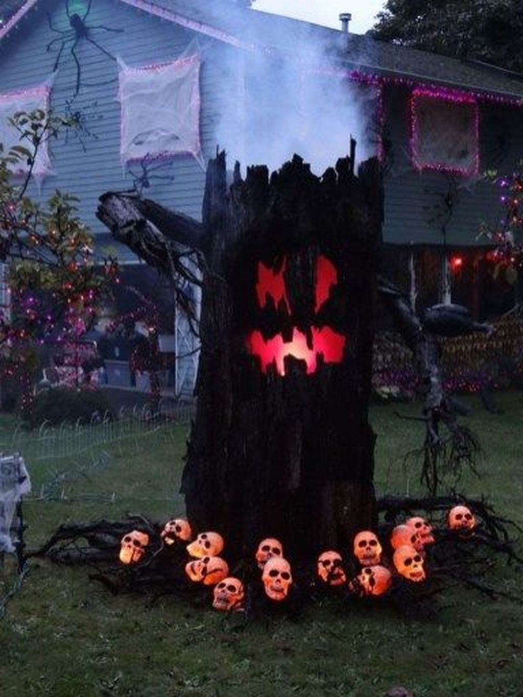 Amazing Outdoor Halloween Decorations Ideas For This Year04
