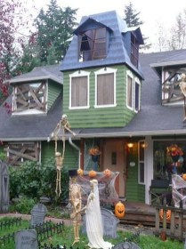 Amazing Outdoor Halloween Decorations Ideas For This Year15