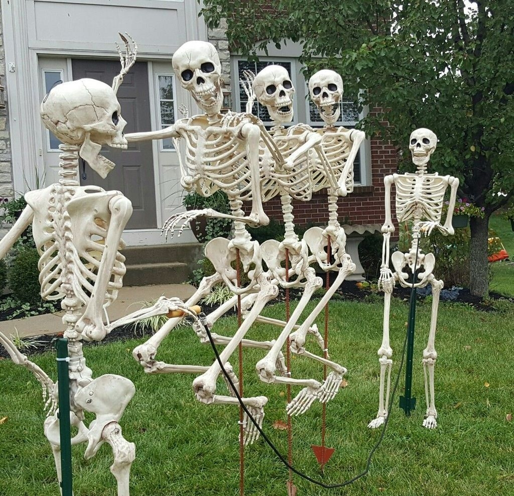 Amazing Outdoor Halloween Decorations Ideas For This Year16
