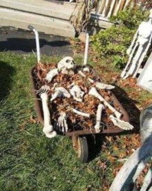Amazing Outdoor Halloween Decorations Ideas For This Year17