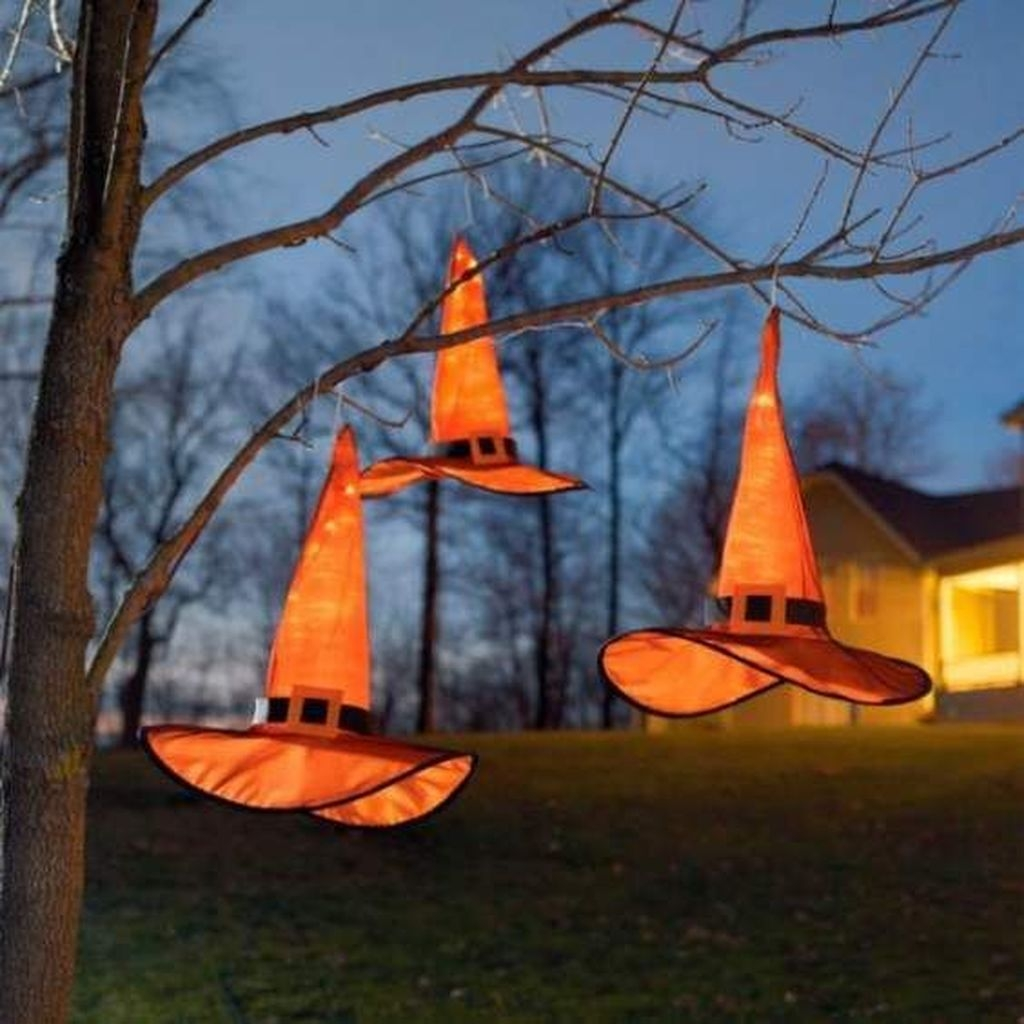 Amazing Outdoor Halloween Decorations Ideas For This Year32
