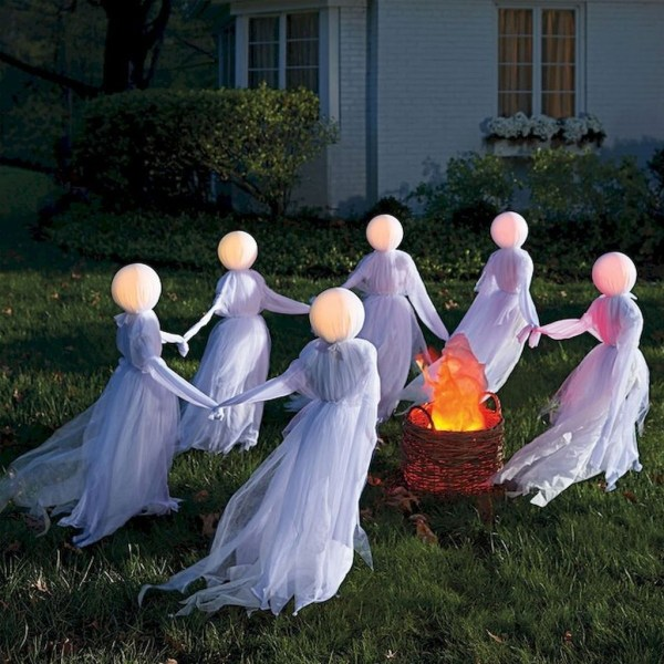 Amazing Outdoor Halloween Decorations Ideas For This Year41