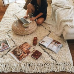 Awesome Bedroom Rug Ideas To Try Asap38