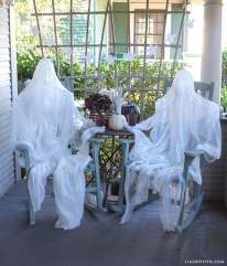 Awesome Scary Halloween Porch Ideas To Try Today04