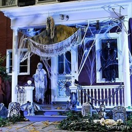 Awesome Scary Halloween Porch Ideas To Try Today08