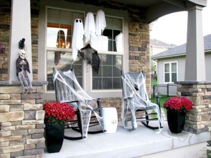 Awesome Scary Halloween Porch Ideas To Try Today27