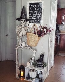 Casual Halloween Decorations Ideas That Are So Scary23