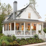 Cozy Farmhouse Exterior Design Ideas That Looks Cool12